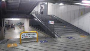 樟葉 駐輪場 1階 階段