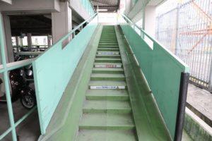 くずは北駐輪場A棟 階段