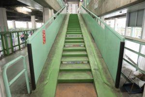くずは北駐輪場C棟 階段