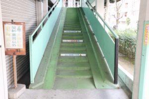 くずは北駐輪場D棟 階段