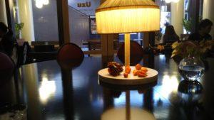樟葉 ウズカフェ おしゃれなカウンターテーブル